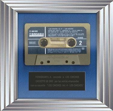 FONOGRAN  S. A.  concede a LOS CHICHOS, CASSETTE DE ORO Y PLATINO por las ventas alcanzadas de sus respectivos musicassettes por LOS CHICHOS Vol. 4 y CHICHOS, LO MAS...