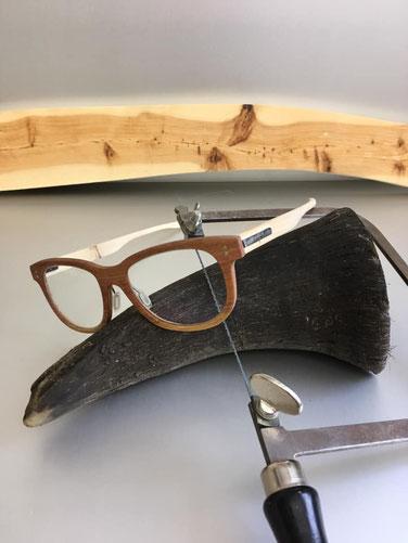 Brillen-Werkstatt mit Wacholder-Brillen