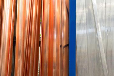 Dachrinnen aus Kupfer und Profile aus Zink