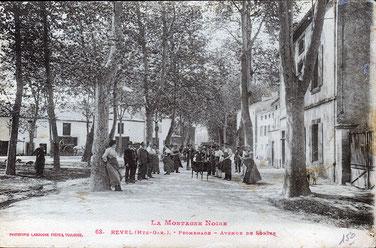 Carte postale début XXème siècle. L'équipe Monoury pose dans la rue de la Guirguille qui deviendra la rue Alexandre Monoury