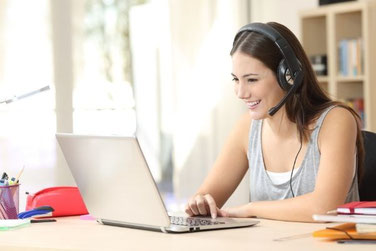 Tutorin gibt online Mathe Nachhilfe