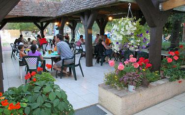 Camping Sites & Paysages  Les Saules à Cheverny - Loire Valley - L'espace restauration produits du terroir