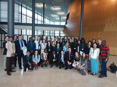 David Foka avec les jeunes parlementaires des pays francophones reunis au parlement européen de Luxembourg : La bonne gouvernance à l'ordre du jour.