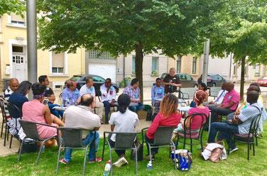 Une séance de réunion de la Maison d'Afrique. style novateur , création d'un groupe de travail contre les dérives sectaires. Bien vouloir nous rejoindre afin qu'ensemble , nous bâtissons un monde plus juste,dans la tolérance et l'amour du prochain.