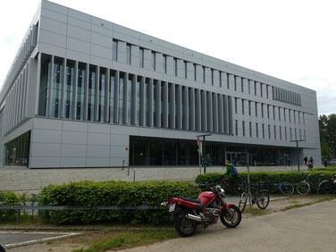 Das Hörsaal- und Medienzentrum von außen...