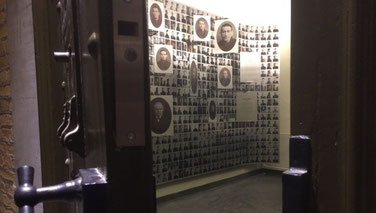 """Fotowand inmates """"Gevangen op Glas"""""""