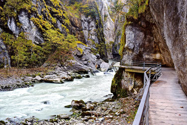 Switzerland's Vacation Spots - the Aare Gorge