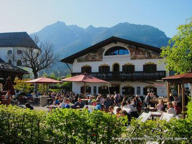 La ville de Garmisch Partenkirchen est une étape appréciée par les amoureux de montagnes.