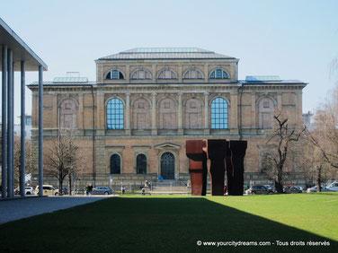Tourisme culturelle - Le musée Alte Pinakothek de Munich est spécialisé dans l´art ancien: baroque, rococo et renaissance..