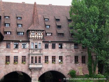 Ville d´histoire et de culturelle, Nuremberg est également connue en Bavière pour son marché de Noël.