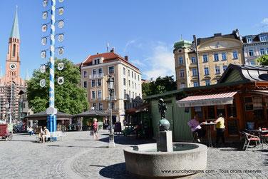 voyage en Bavière - la Wiener Platz avec son mat de mai et son célèbre Biergarten à Haidhausen, le quartier français
