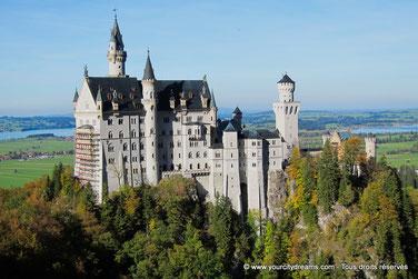 Le château de Neuschwanstein vu du pont Marienbrücke