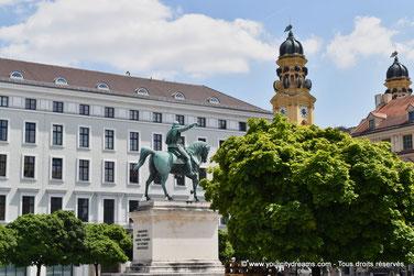 La place de Wittelsbach avec ses palais renaissances