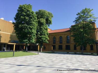 Visitez le musée Lenbachhaus exposant des chefs d´oeuvre du courant artistique munichois le cavalier bleu.