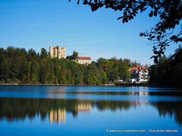 Tourisme en Bavière - Le lac Alpsee offre de jolies vues sur les châteaux de Neuschwanstein et Hohenschwangau.