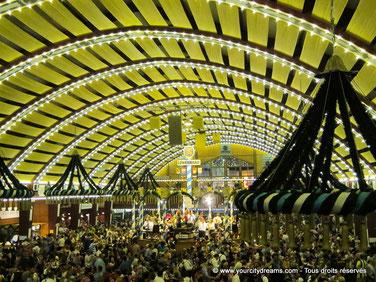 Voyage à Munich - la fête de la bière, Oktoberfest, accueille des millions de touristes.