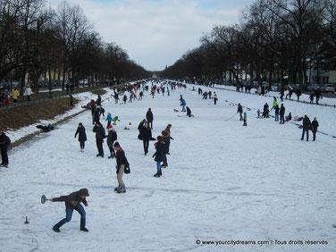 Voyage en famille - les canaux de Nymphenburg à Munich en hiver