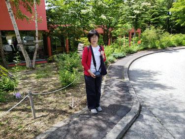 清里高原ホテルの前で記念撮影