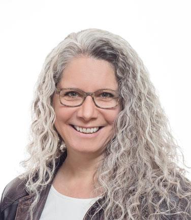 Claudia Gorbach ist Medialcoach, Dozentin, Fachbuch-Autorin und Dipl. Clearing- und Rückführungstherapeuting