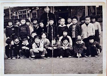 当時通っていた小学校の集合写真