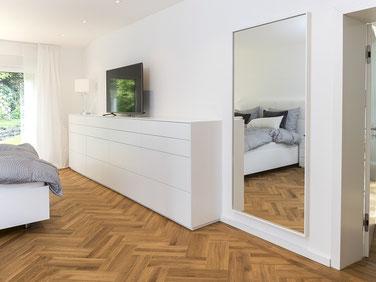 Tischlerei Feinschliff Bielefeld: Sideboard, Tip-On, lackiert, Spiegel