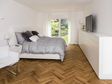 Tischlerei Feinschliff Bielefeld: Bett, Siedeboard, Oberfläche lackiert, grifflos, auf Gehrung gefaltet, Tip-On