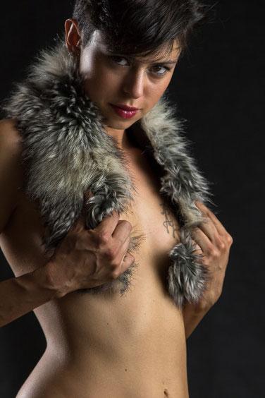 GinevraViolet: la modella dello stage di fotografia glamour ad Halloween in Monferrato
