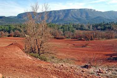 départ de la randonnée, près des anciennes mines de bauxite, au sud du Mont d'Agnis