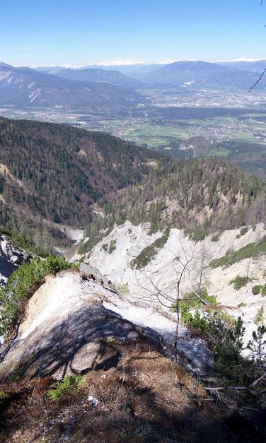 1. Aussichtspunkt beim Marsch zur Mitzl Moitzl Hütte.  Villach und Finkenstein