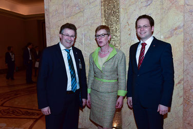 Heidelore Knirr with Michael Reul, member of the parliament of the State of Hesse, and Tobias Eckert, member of the parliament of the State of Hesse