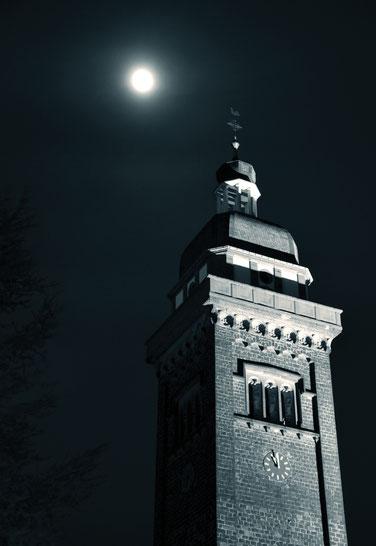 Krufter Kirchturm bei Vollmond (immoconsilium)