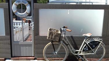 ...mit dem Fahrrad am Strand