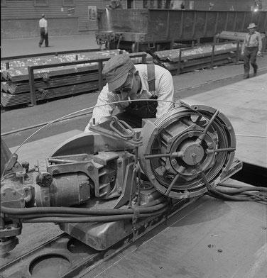 Drahtspule einer Union-Schweißmaschine in der Bethlehem-Fairfield-Schiffswerft, Baltimore, Maryland, 1943