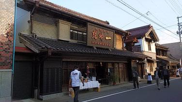 荒川河川敷には四季折々の花が目を楽しませてくれる。