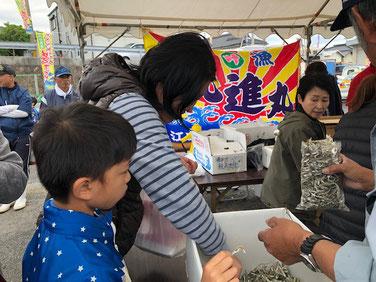 からの、イリコ袋詰めパンパンで300円かなり安い!!
