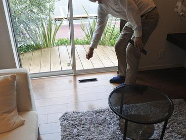 床に「ルームガラリ」があり空気の流れをつくります