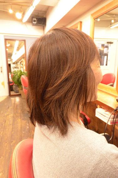 ボリュームのある髪型(ヘアスタイル)にするにはパーマを根元からかけるな