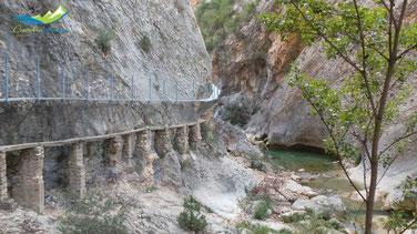 Restos antiguas pasarelas río Vero, Alquézar.