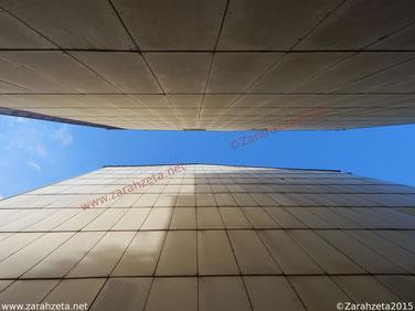 Fotografie, Fotos - Rätselbild, Architektur, Wärmedämmung, Wandverkleidung, Durchgang, zentriert, Himmel ©Zarahzeta2015