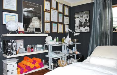 kosmetikstudio-nagelstudio-by-maica-frau-schönheit-nageldesign-kosmetikbehandlung-Beautyprodukte