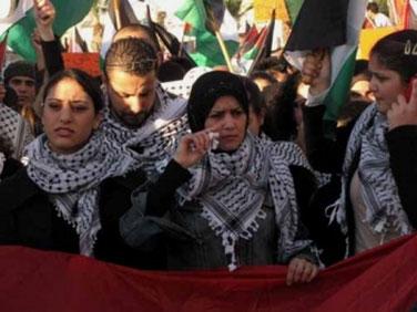 Flere og flere Assad-kritiske syriske palæstinensere flygter til Jordan