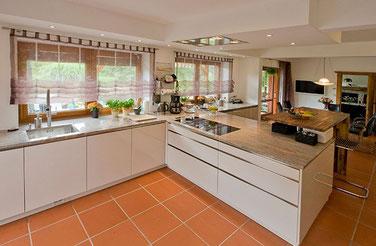 Besuchen Sie das kleine, feine Küchenstudio in Stuttgart (Untertürkheim). Ein Weg, der sich lohnt: Viele Kunden kommen aus dem Raum Esslingen und dem Remstal.