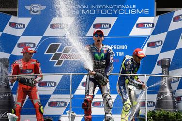 Partystimmung auf dem MotoGP Podest in Mugello: Andrea Iannone, Jorge Lorenzo und Valentino Rossi
