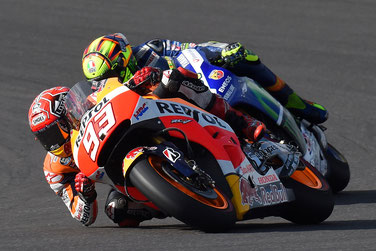 Marc Marquez und Valentino Rossi im Duell beim MotoGP Rennen in Argentinien