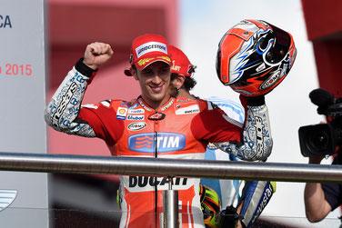 Andrea Dovizioso bejubelt seinen zweiten Platz auf seiner Ducati beim MotoGP Rennen in Argentinien