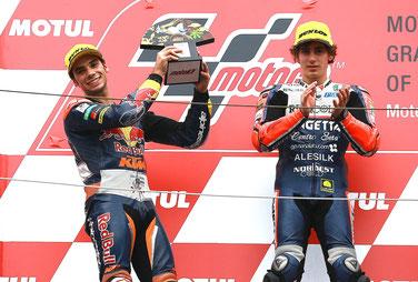 Miguel Oliveira und Niccolo Antonelli in der Moto3 2015 in Japan