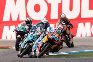 Zieleinfahrt in der Moto3 in Assen: Miguel Oliveira vor Fabio Quartararo und Danny Kent