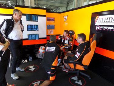 Teambesprechung mit Claudio Corti im zweiten freien Training