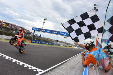 Hat endlich wieder was zu feiern: Marc Marquez gewinnt das MotoGP Rennen in Misano