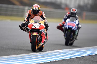Dani Pedrosa überholt Jorge Lorenzo in der MotoGP 2015 in Japan